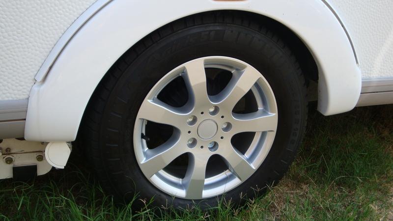 caravan wielen banden velgen aanhangwagen aluminiumvelgen aluminiumwielen. Black Bedroom Furniture Sets. Home Design Ideas